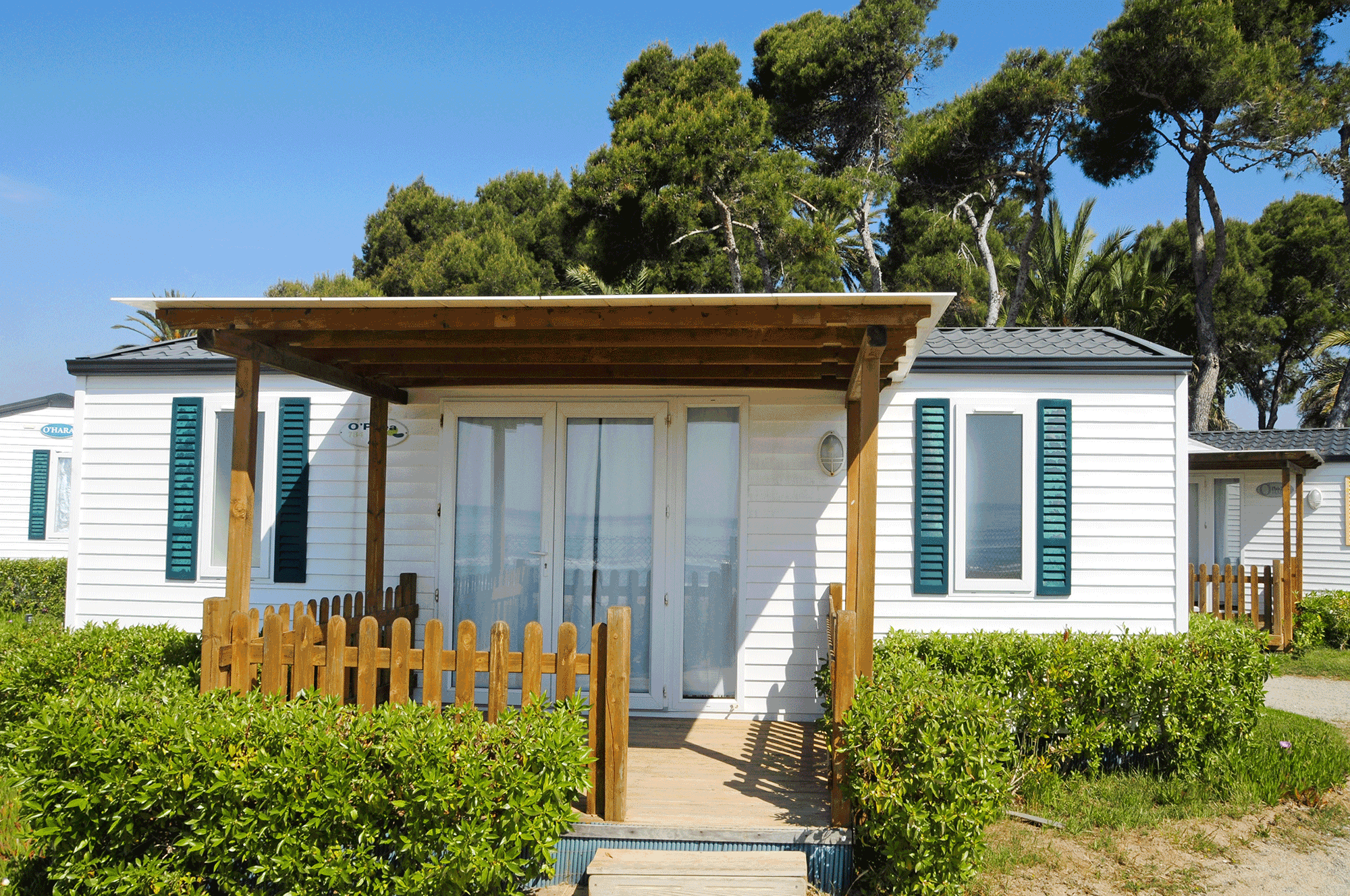 mobile-home-with-deck